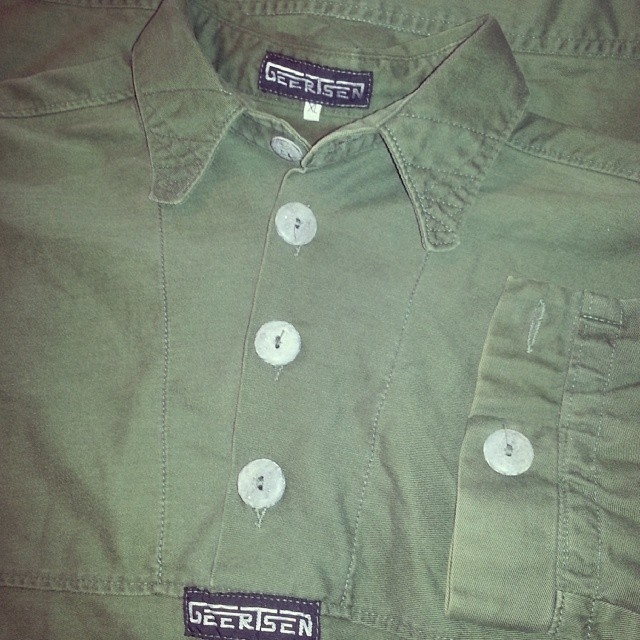 GEERTSEN army green twill pullover Stone buttons geertsenclothing